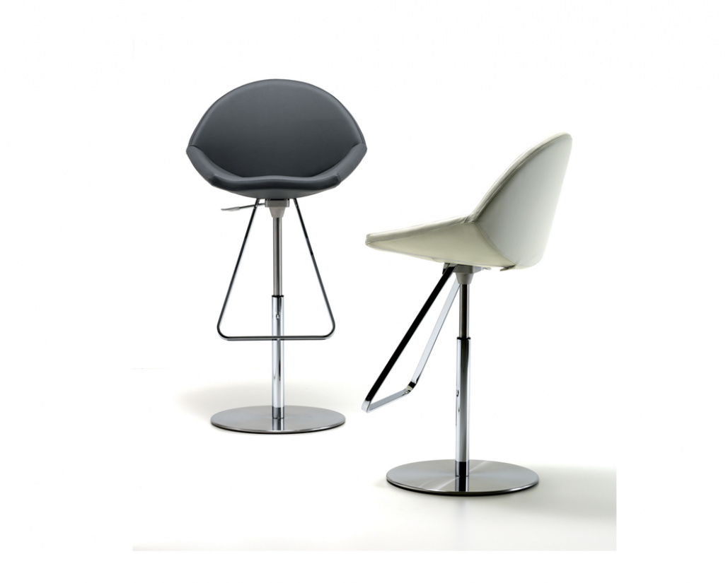 Kiss Bar Stool