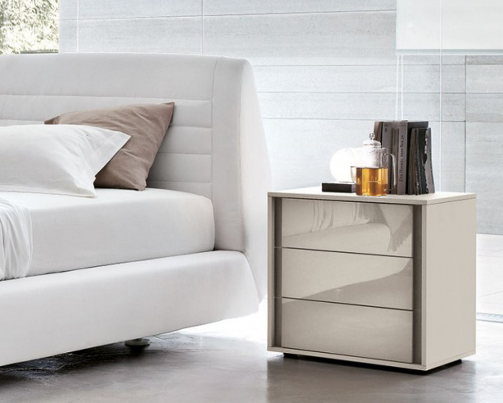 VIP Cristal 3 Drawer Nightstand