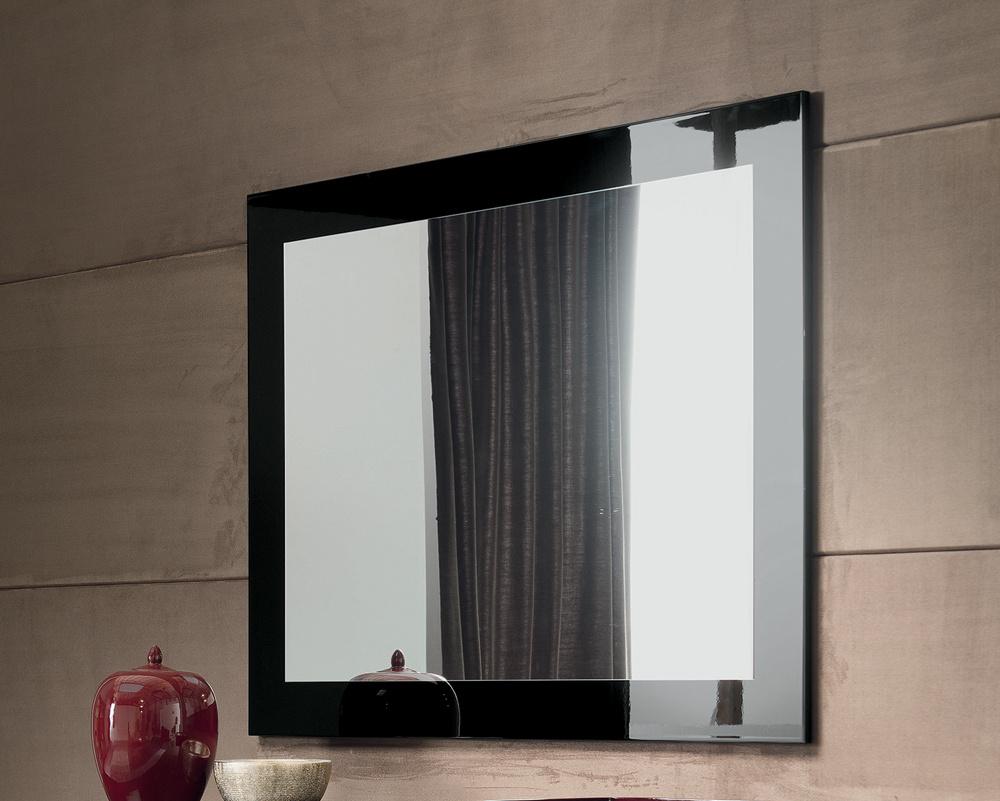 Noir Mirror
