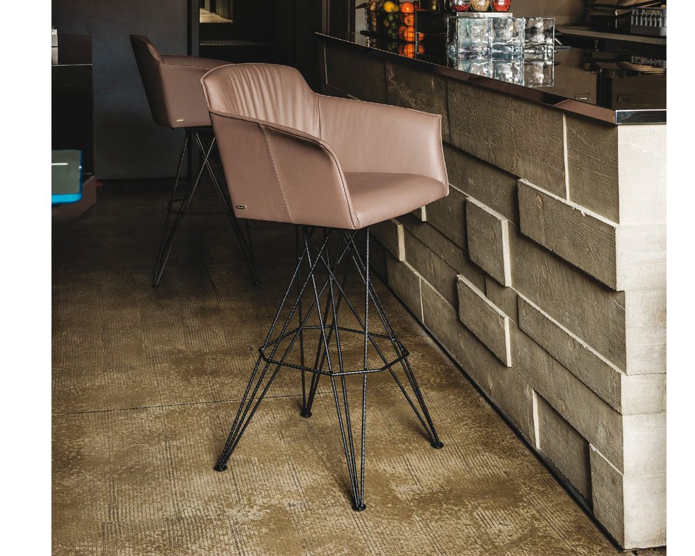 Flaminio Carver Swivelling Bar Stool