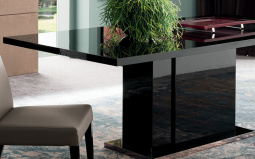Mont Noir Dining Table and 4 Chairs